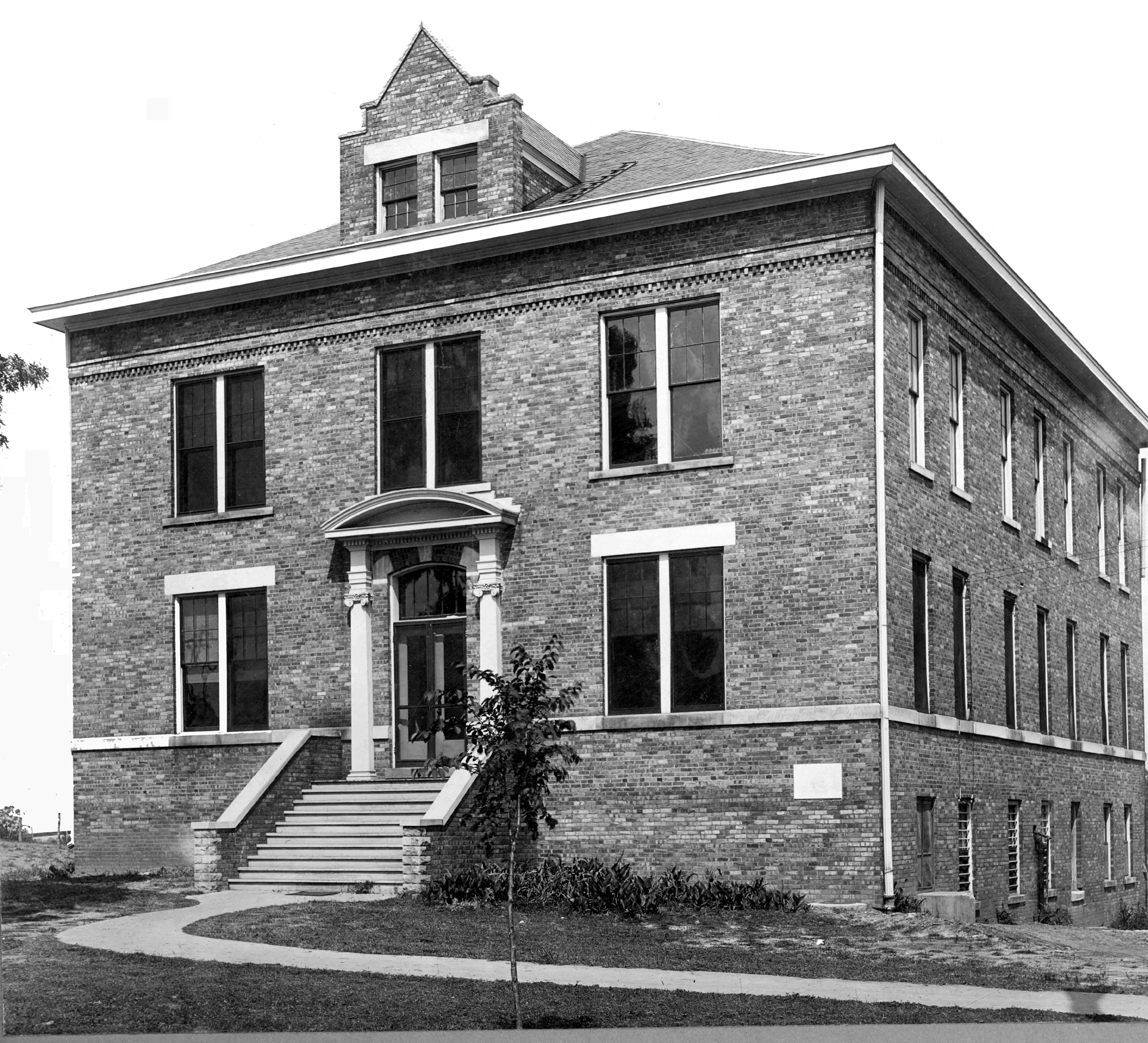 Black and white photo of Middleton Hall